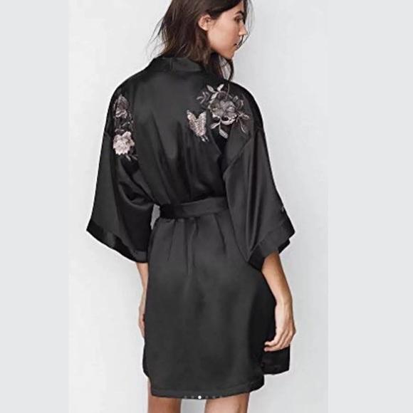 a0aff5a960 NWT Victoria Secret Fashion Show Embroidered Robe